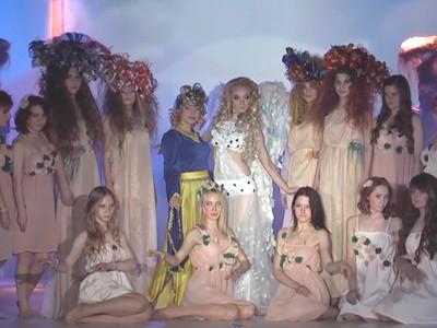 "Шоу зачісок ""УКРАЇНА - ВІЛЬНА КРАЇНА!"" (2015р.)"